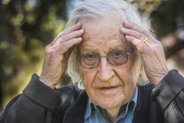 """Noam Chomsky: """"As pessoas já não acreditam nos fatos"""" - Cavalothetroia"""