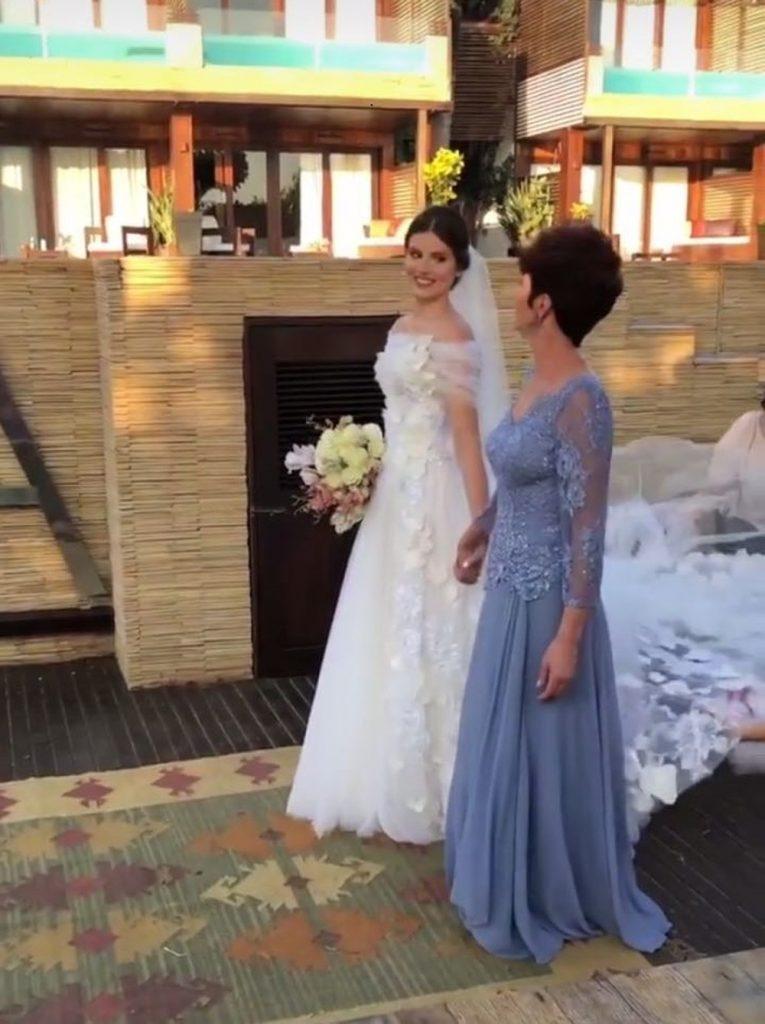 c4e3baf70 ... os noivos pediram aos convidados apenas mensagens de amor e carinho. No  convite